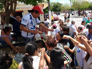Morador da Cidade de Montadas distribui Piabas para população