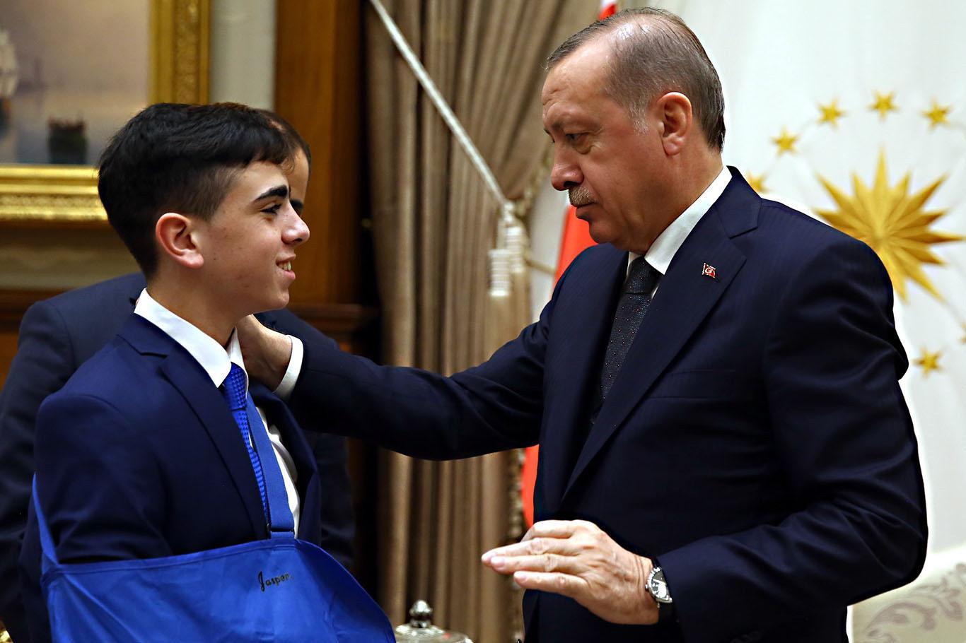 Presiden Erdoğan Hadiahi Remaja Palestina Ini Ponsel iPhone, Siapakah Dia?