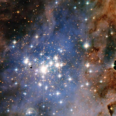 """""""Week's Best Space Pictures: Dazzling Diamonds This Hubble image features the star cluster Trumpler 14, one of the brightest groupings of hot, massive stars in the Milky Way. The stars are quite young, about one million years old. """" Photograph by Nasa, Esa and J.M. Apellaniz (Insituto de Astrofisica de Andalucia). Sursa/source: For more info click to read on National Geographic"""