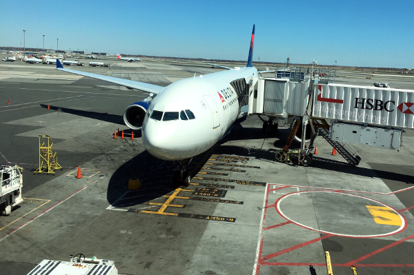 Delta Airplane, JFK Airport, New York - Tori's Pretty Things Blog