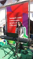 Cantora Mariana Pereira se apresenta na parada técnica