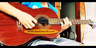 Tips Belajar Gitar Akustik Secara Cepat Dan Mudah