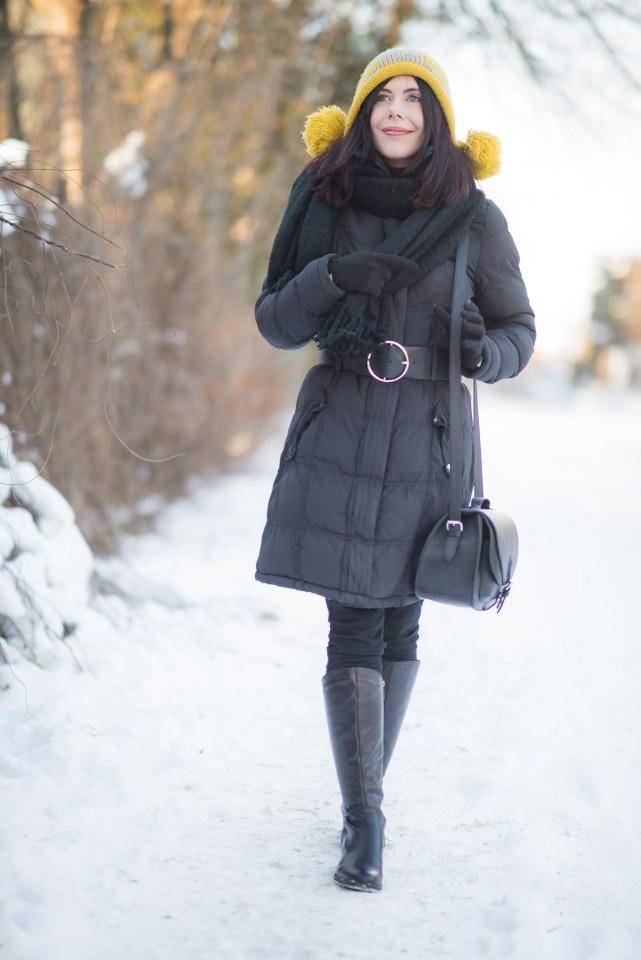 zimowa-czapka-z-pomponami