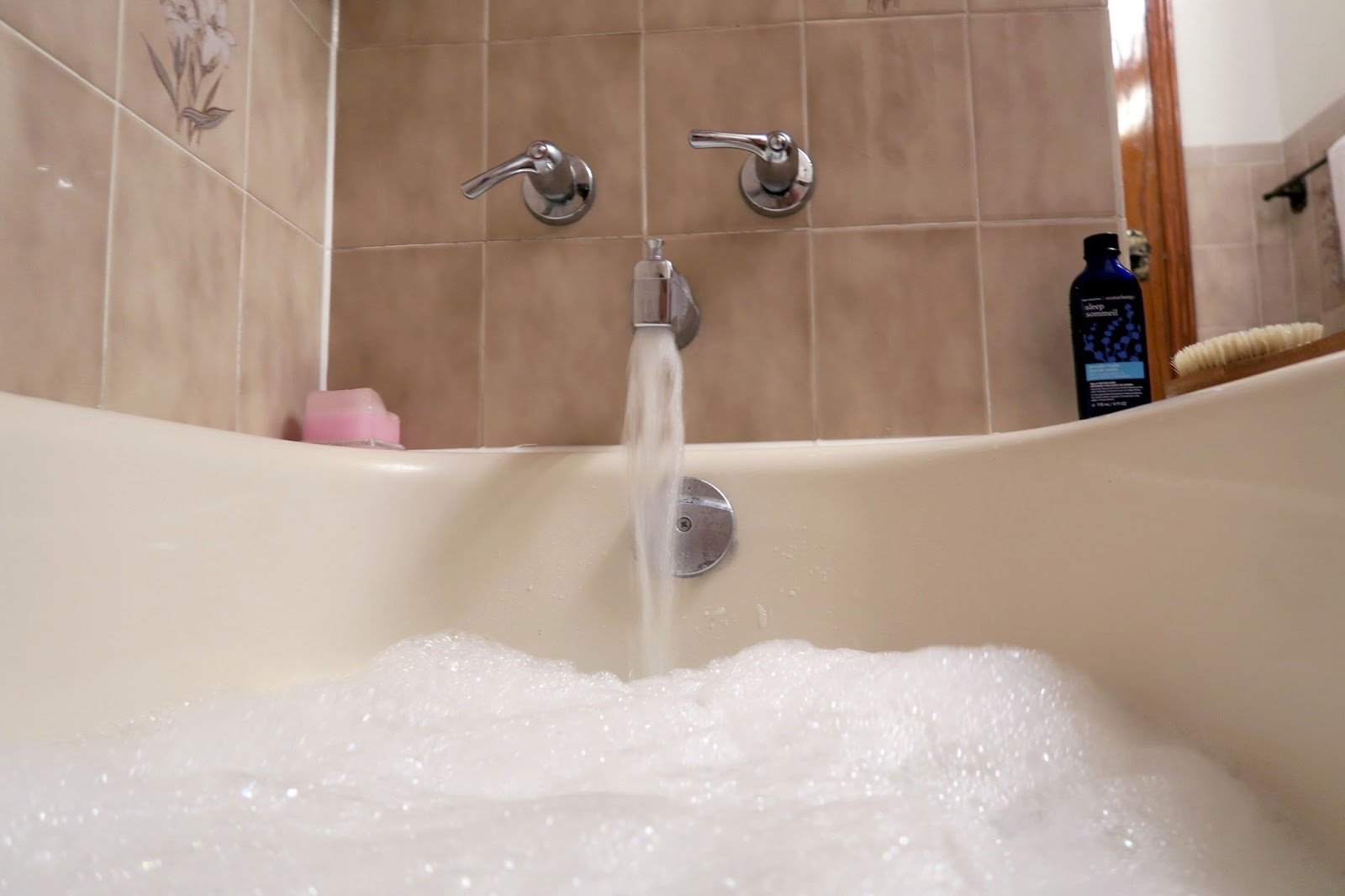 how to make your own relaxing bubble bath