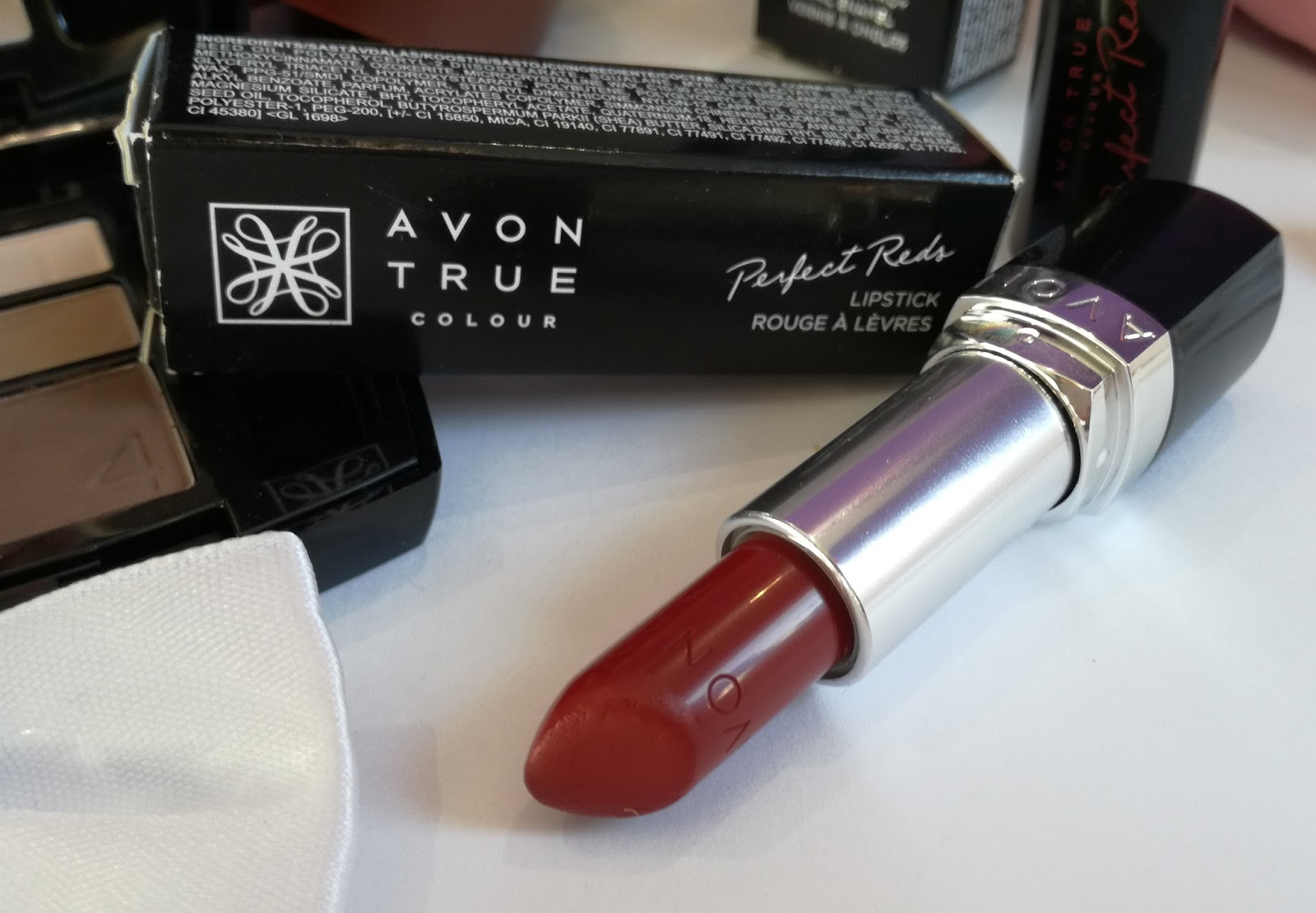 Avon-True-Colour-Perfect-Reds-Lipstick-Scarlet-Siren