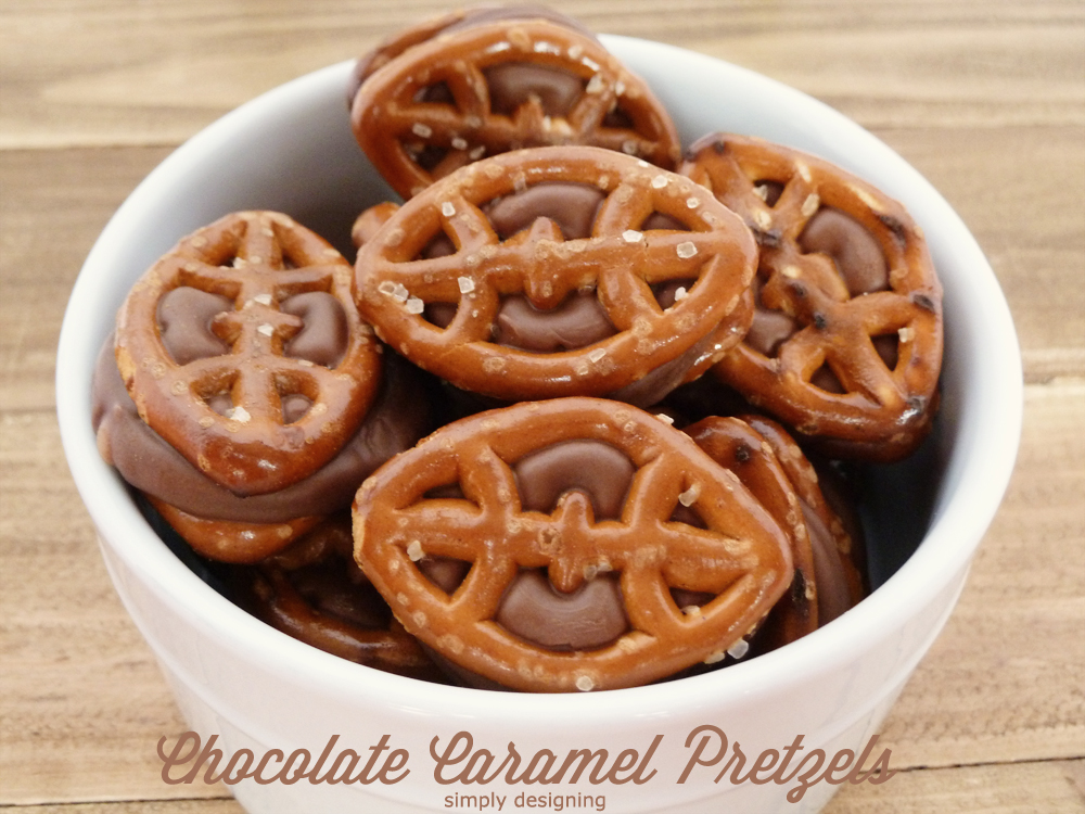 Chocolate Caramel Pretzels: Game Day Style with FREE printable   #recipe #football #gameday #chocolate #printable