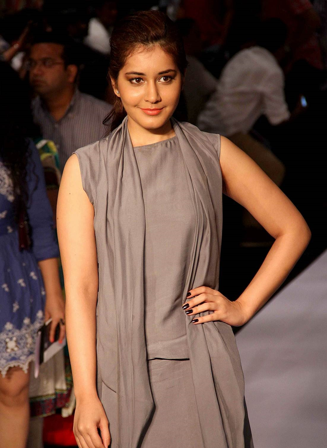 Rashi Khanna Photos At Lakme Fashion Week