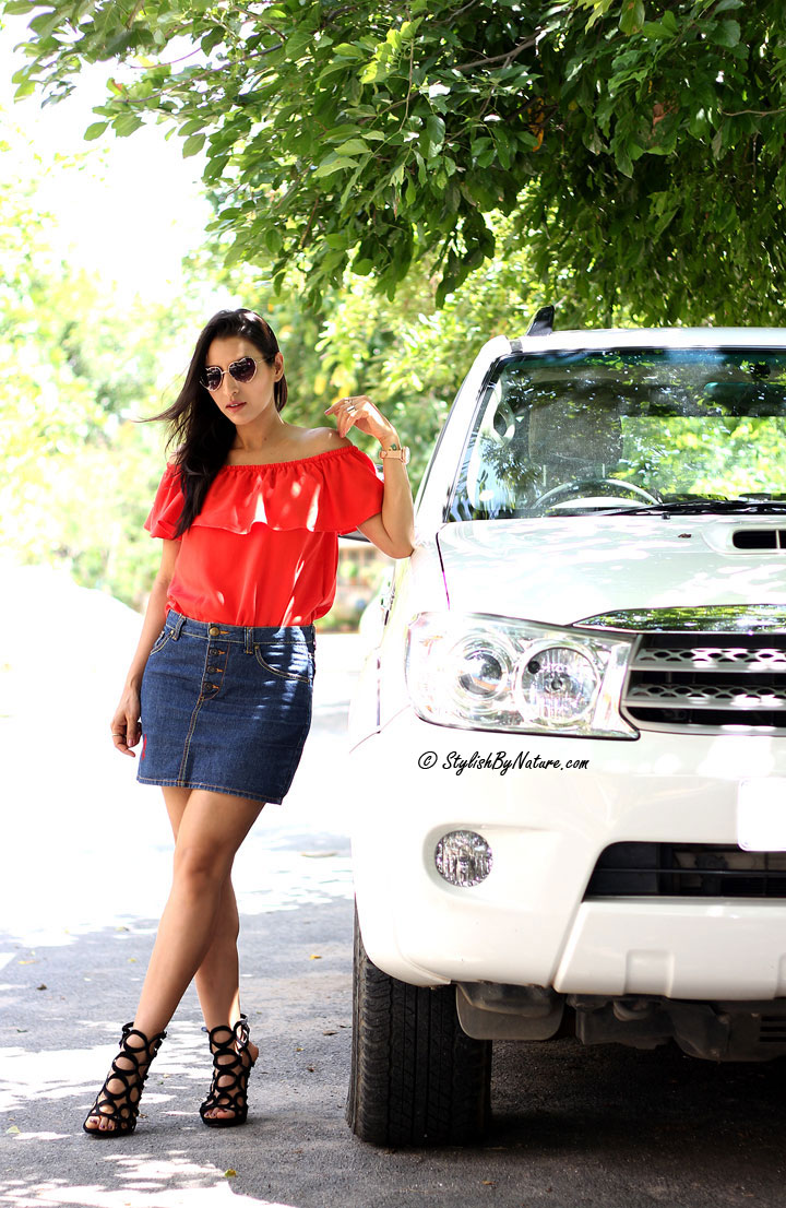 Fresh Ways To Style Your Sexy Off-Shoulder Tops  Stylish -2079