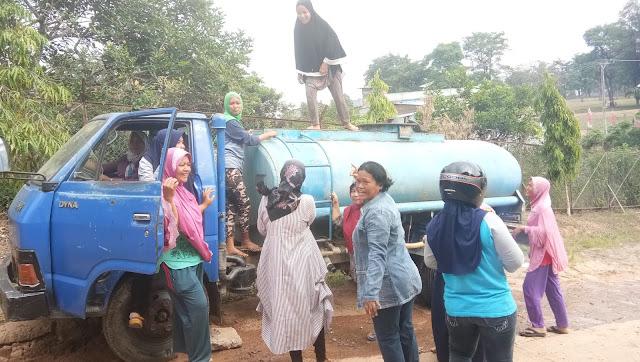 Air Tak Kunjung Mengalir, Emak Emak Randra Tngki PDAM