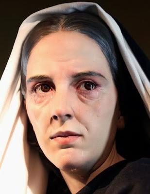 La Virgen Maria sufre por amor a los hombres