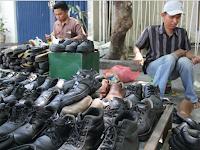 Masih Susah Dapat Rezeki? Belajarlah Dari Kisah Dua Tukang Sol Ini