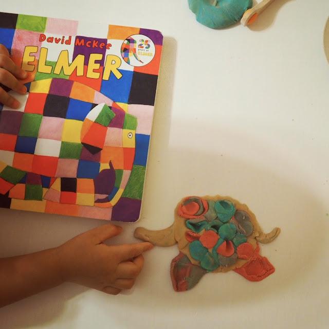 很多繪本也是學會認識顏色的好工具,像這本家喻戶曉的大象艾瑪,就可以當遊戲主題,上次我們做了一隻大象,讓歐練幫大象黏上各種顏色,就像艾瑪一樣特別喔!