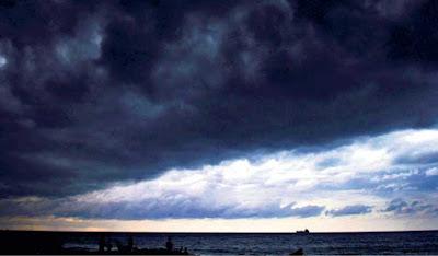 """Ambon, Malukupost.com - Badan Meteorologi, Klimatologi dan Geofisika (BMKG) Stasiun Pattimura Ambon, memperingatkan potensi hujan sedang hingga lebat di sejumlah wilayah di provinsi Maluku pada beberapa hari kedepan.    """"Potensi hujan itu terjadi di wilayah kota Ambon, kabupaten Buru, Buru Selatan, Maluku Tengah, Seram Bagian Barat dan Seram Bagian Timur,"""" kata Kepala BMKG Stasiun Pattimura Ambon, Ot Oral Sem Wilar, dikonfirmasi, Minggu (2/12)."""