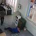 Nhân viên cây xăng bị hành hung vì nghi bán xăng thiếu