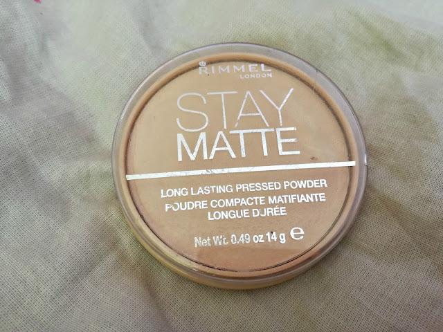 "Klasyk w mojej kosmetyczce: puder ""Stay Matte"" od Rimmela"