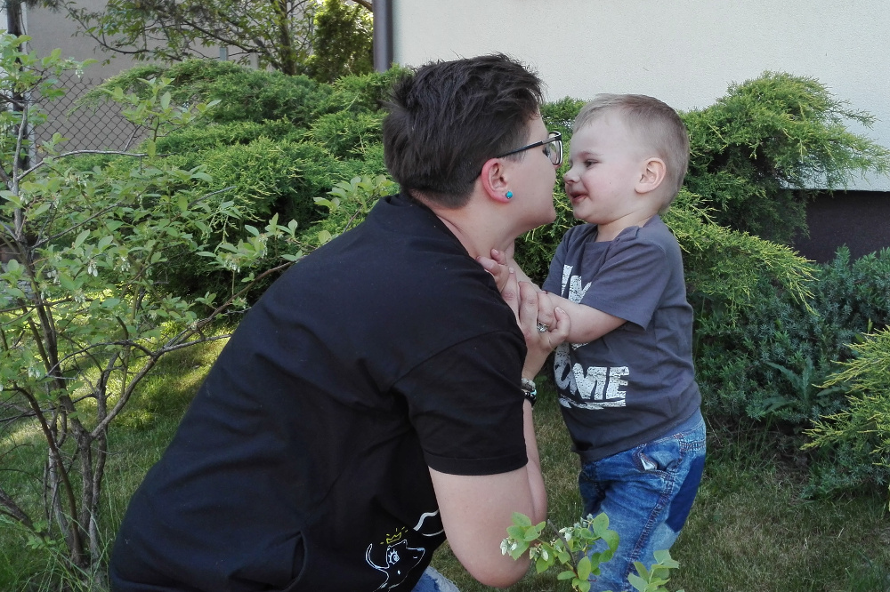 zmuszanie dziecka do całowania