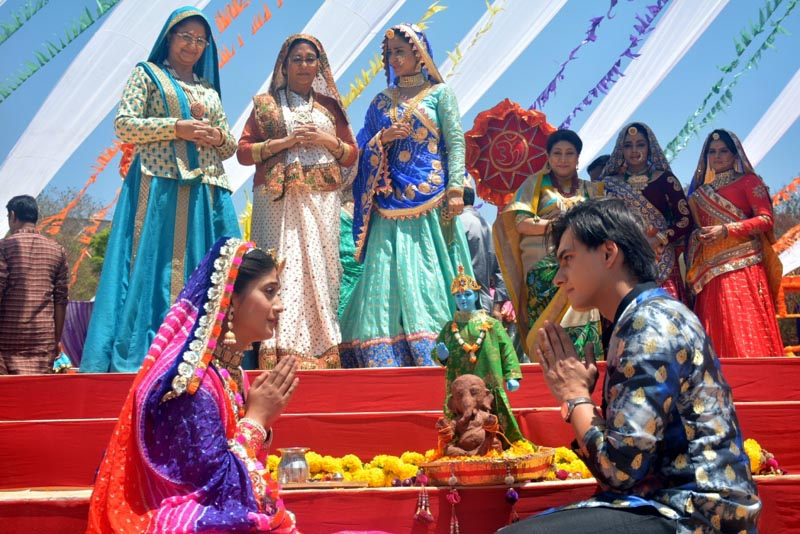 Kartik and Naira from Yeh Rishta Kya Kehlata Hai celebrate Ghangor on the show - 1