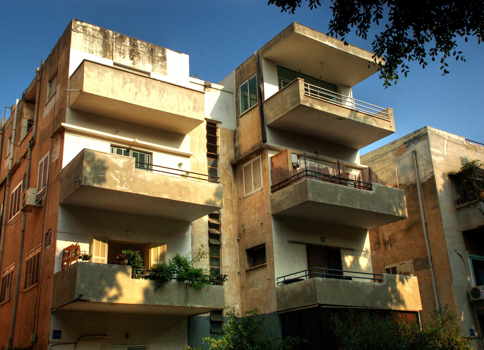 Tel Aviv Bauhaus Architecture - The White City