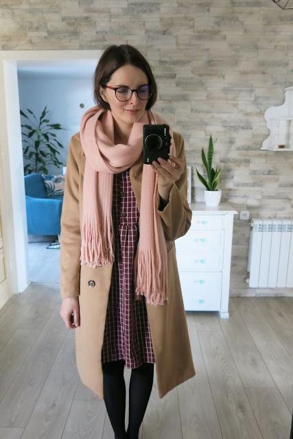 Karmelowy płaszcz oraz bordowa sukienka ♥