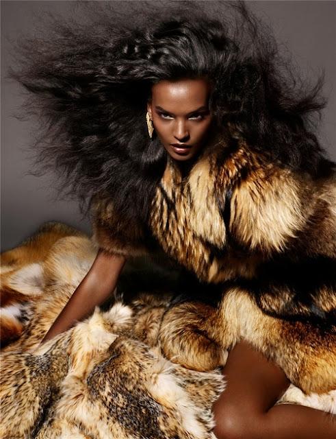 Modelo abrigo piel