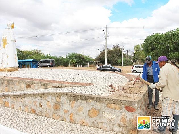 Prefeitura de Delmiro Gouveia inicia reparos nas praças públicas do município