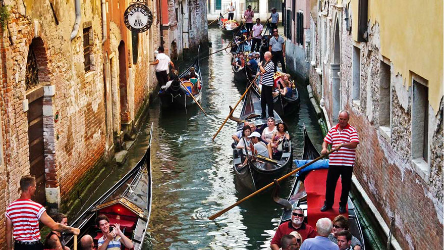 Travel Expectations Vs Reality (20+ Pics) - Taking A Peaceful Gondola Ride In Venice, Italy