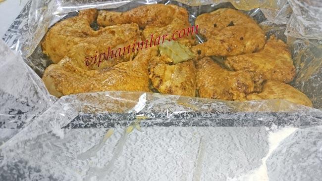 fırın poşetinin içine tavuk butları yerleştirilir
