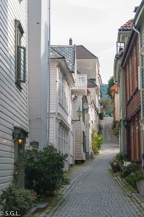 Calles de Bergen. Hurtigruten dia 1: Bergen