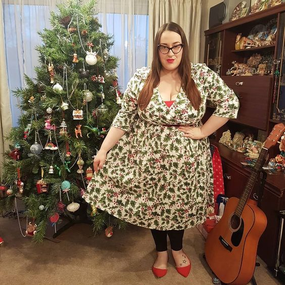 Hell Bunny Holly Berry plus size Dress