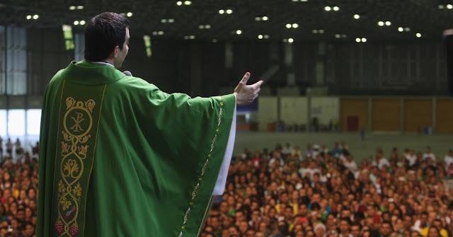 Resultado de imagem para Padre Fábio de Melo missa
