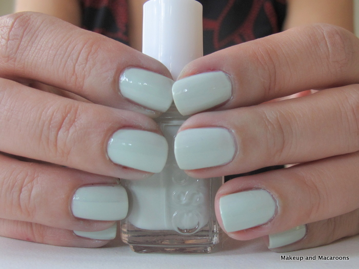 NOTD - Essie Absolutely Shore |Makeup and Macaroons