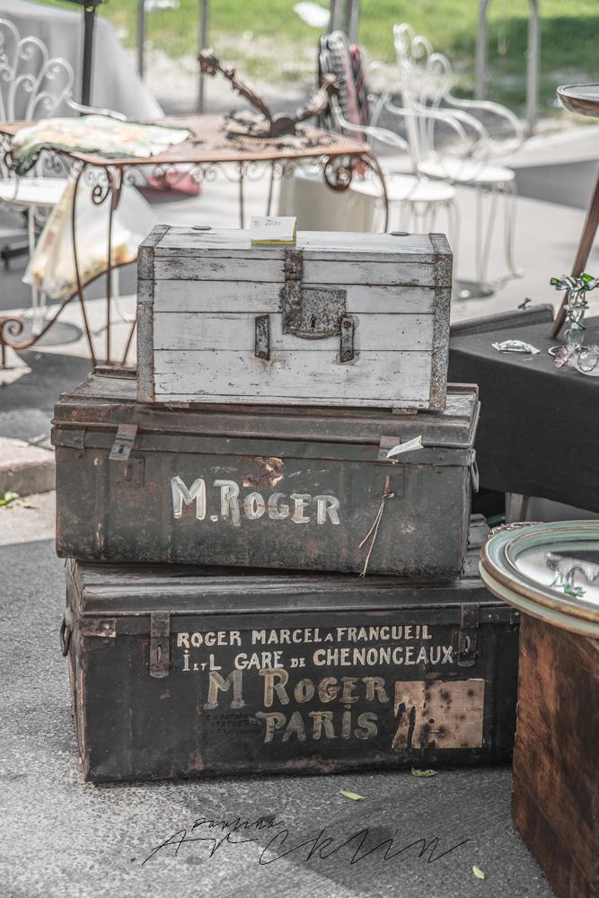 FLEA MARKET SUNDAY IN MILAN