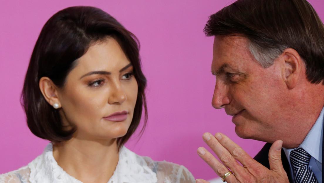 """""""Qué ganas de reventarte la boca a golpes"""": Bolsonaro amenaza a un periodista que preguntó sobre caso que involucra su esposa"""