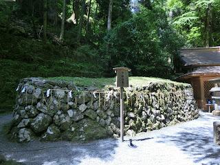 貴船神社:御船形石