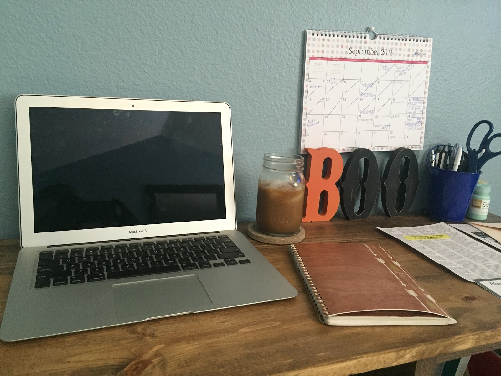 My Constant Chaos: DIY: How to Build a Corner Desk