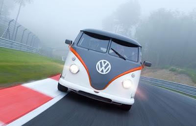 kombi customizada ganha motor de Porsche de 530 cv de potência