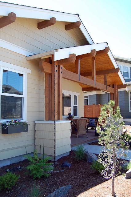ระเบียงหน้าบ้านแบบบ้านไม้ชั้นเดียว