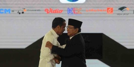 Survei PoliticaWave: Jokowi Unggul Sentimen Positif Netizen di Debat Keempat