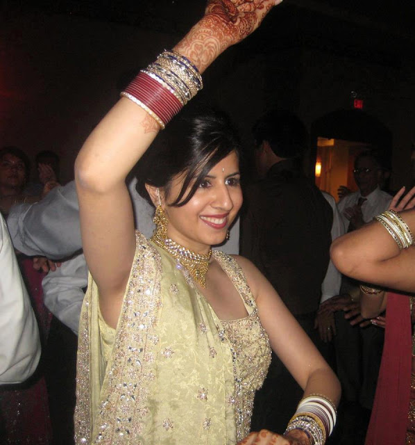 Indian-bhabhi-in-party