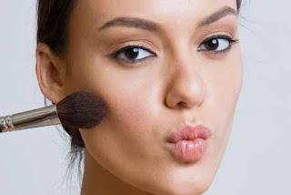 Maquiagem-para-o-dia-a-dia-em-5-passos-simples-blush