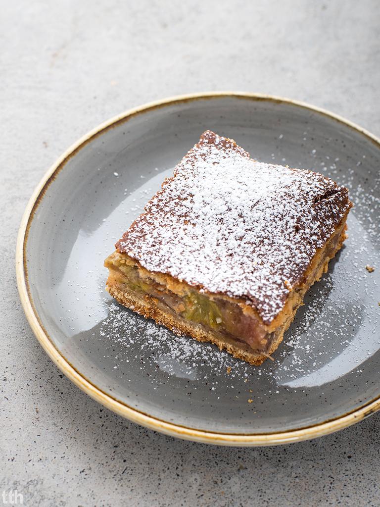Ciasto rabarbarowe z budyniem kokosowym  rabarbar wegańskie, bezglutenowe, bez cukru blog kulinarny
