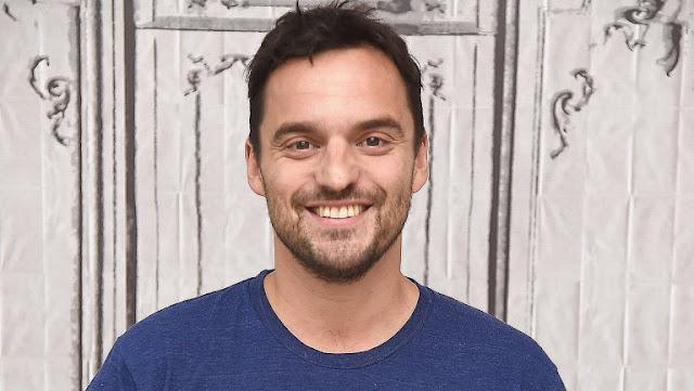 Jake Johnson en conversaciones para el reinicio de 'La Momia'