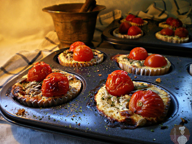 Muffins  de pan integral, queso y tomate