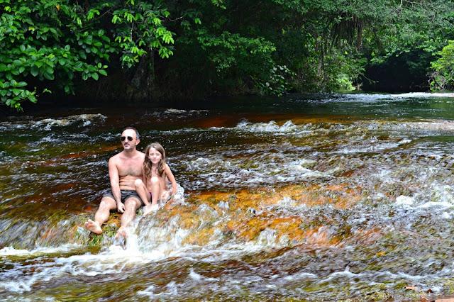 Guyane, crique Organabo, se baigner
