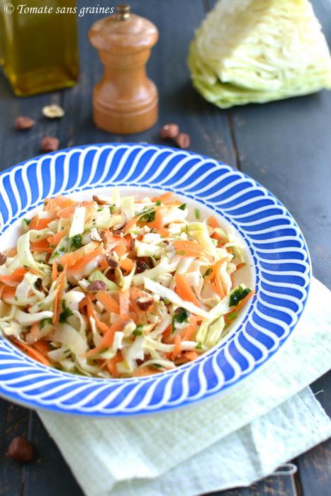 Salade de chou pommé, carottes et noisettes, huile d'olive citronnée