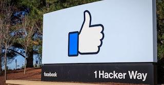 outdoor mostrando logo do facebook