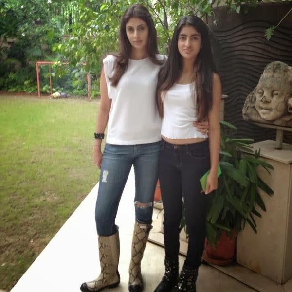 Big B's Amitabh Bachchan grand-daughter Navya Naveli Hot Images