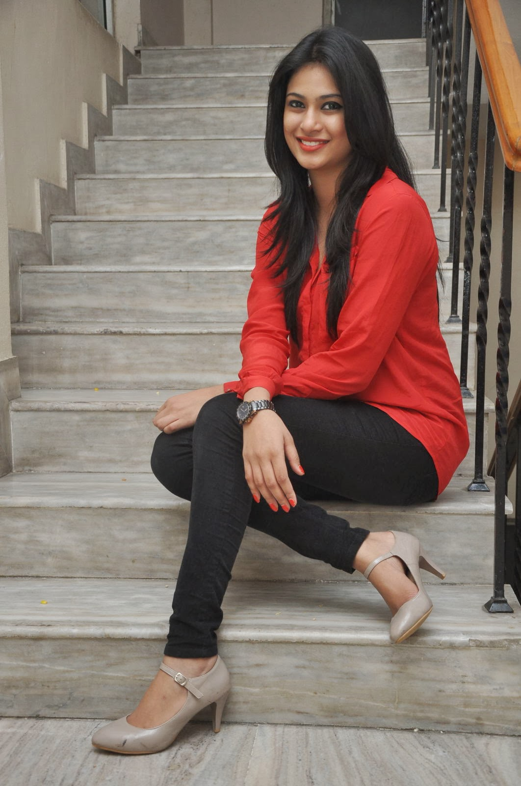 hot sexy Zara shah photo gallery in red top and black jeans