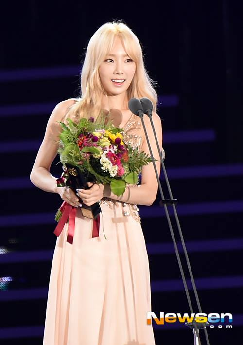 Queen Taeyeon Bags Another Award  Daily K Pop News