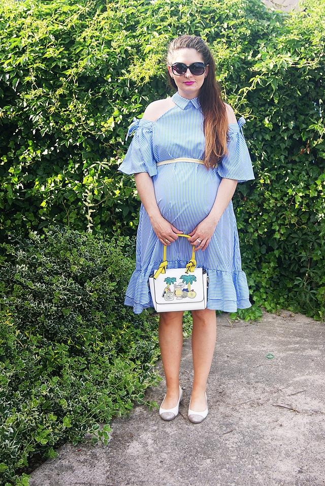 f0996acd7d 30 - Niebieska sukienka w paski - open shoulder w letniej stylizacji  ciążowej